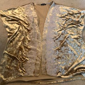 Gorgeous golden crushed velvet kimono 👘
